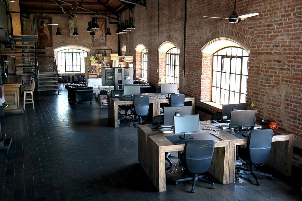 diseño de oficinas - PIXOWL: Oficinas y Tiendas de estilo  por Estudio Cebra,Industrial