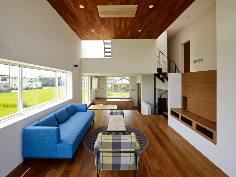 Modern Living Room by 小野里信建築アトリエ Modern