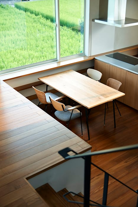 石井の家: 小野里信建築アトリエが手掛けたダイニングです。