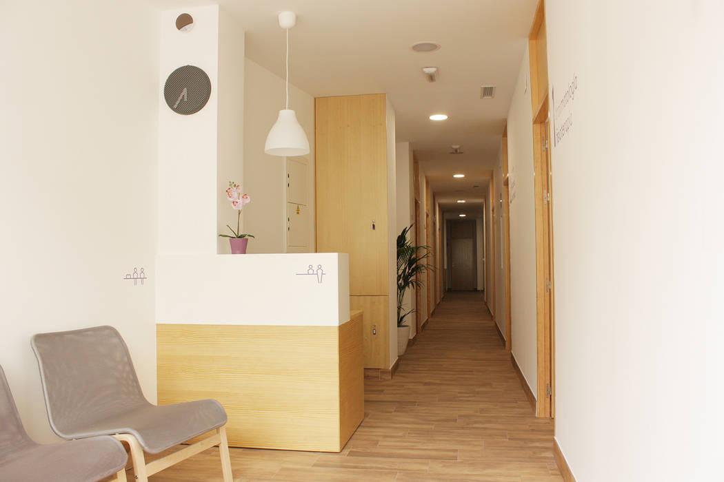 Scandinavian style clinics by Búhoblanco arquitectos Scandinavian Wood Wood effect