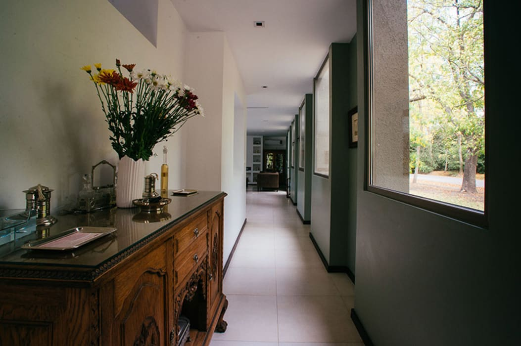 mercedes klappenbach Modern corridor, hallway & stairs Grey