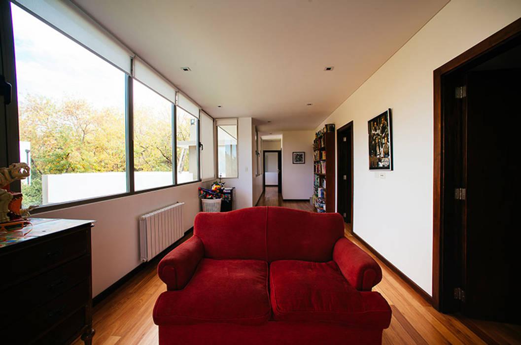 mercedes klappenbach Modern corridor, hallway & stairs