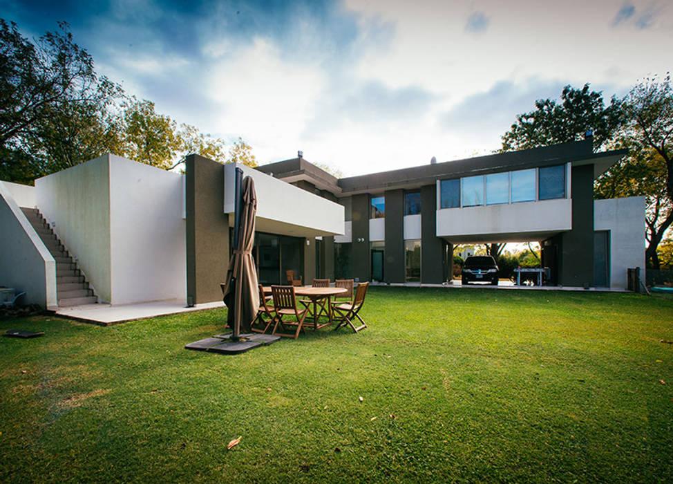 mercedes klappenbach Modern garden Beige