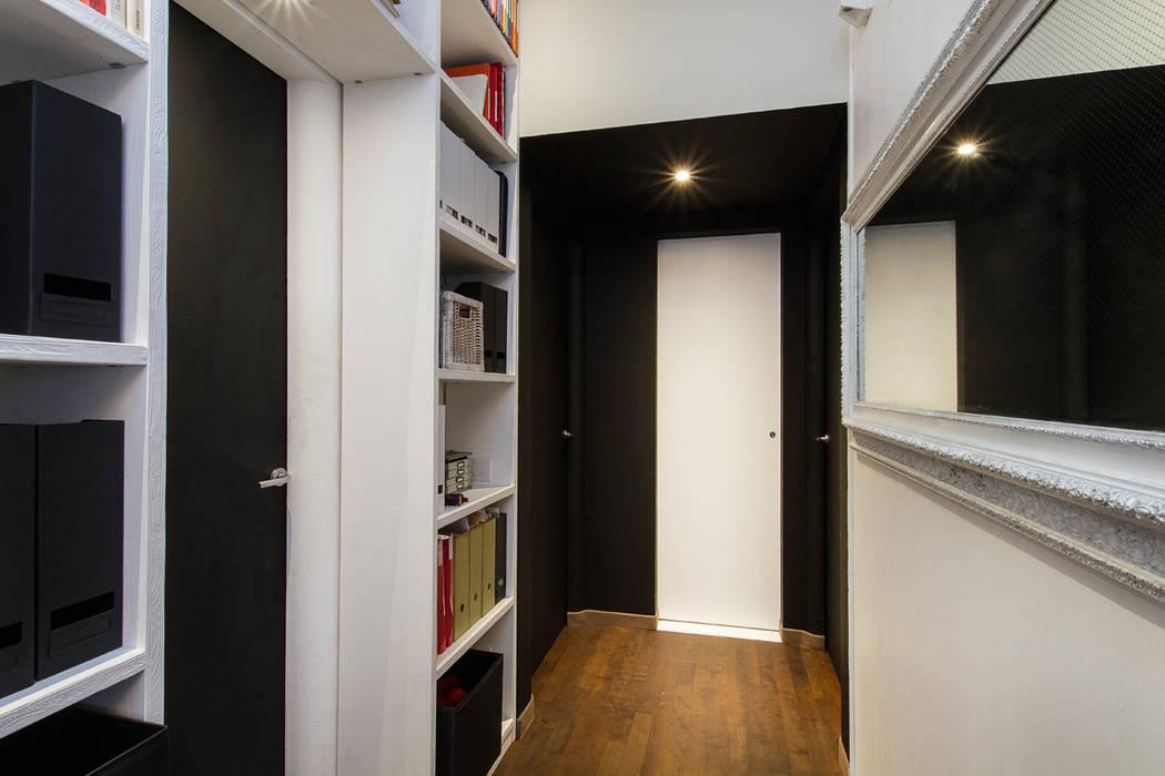 Couloir, entrée, escaliers modernes par Fabio Carria Moderne