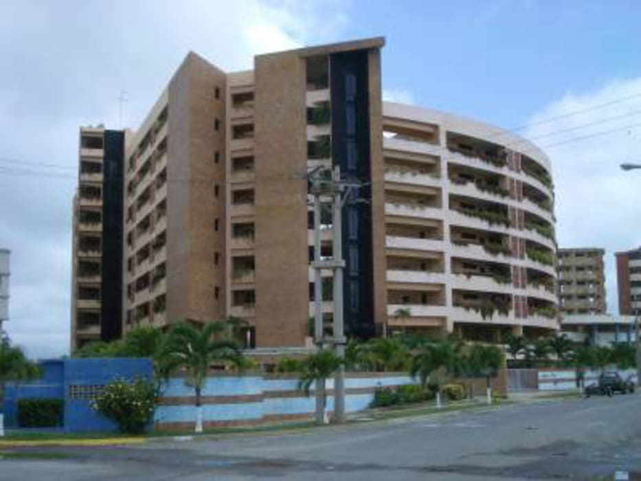 FACHADA PRINCIPAL CONJUNTO RESIDENCIAL LAGUNA SUITES Casas modernas de Grupo JOV Arquitectos Moderno Ladrillos