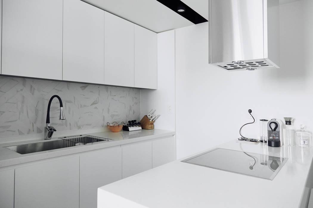 Cocinas de estilo escandinavo de 샐러드보울 디자인 스튜디오 Escandinavo
