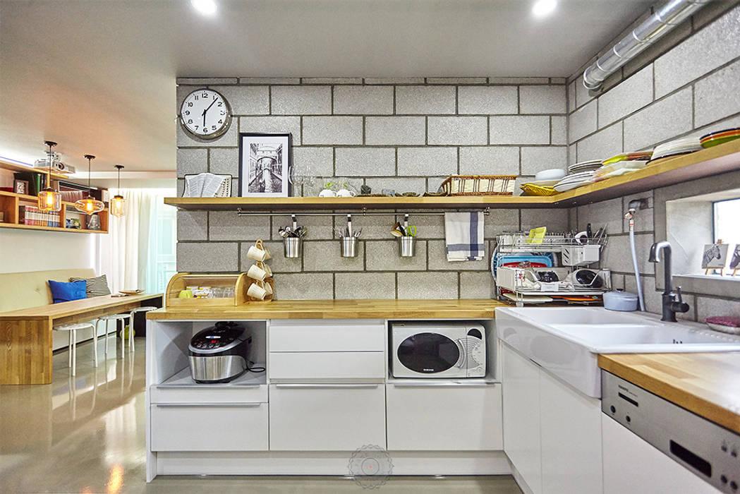 주방 측면: 제이앤예림design의  주방