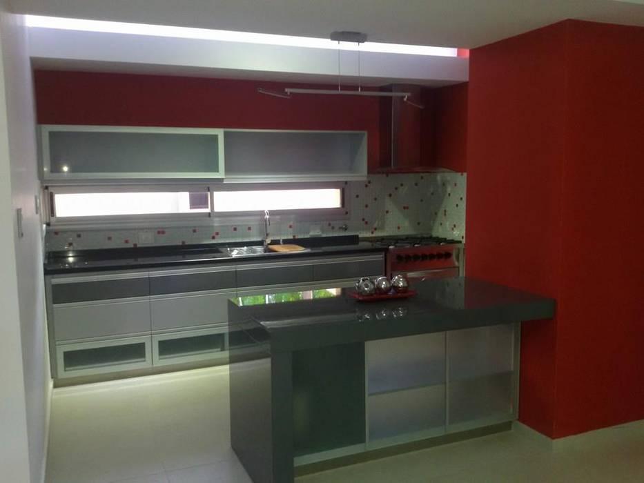 Кухня в стиле модерн от Fernando Galoppo - ARQUITECTURA Модерн