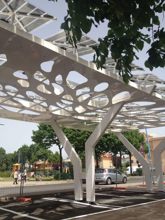 Garajes y galpones de estilo mediterráneo de COFFICE Mediterráneo Madera Acabado en madera