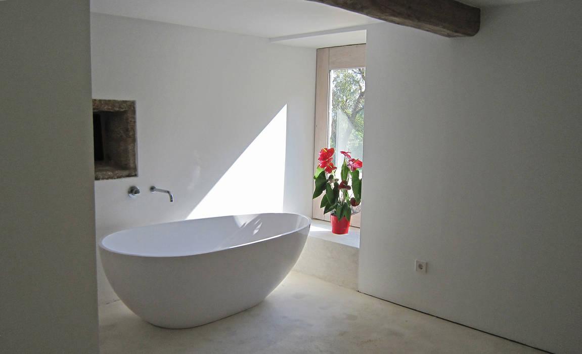 Bathroom by Ezcurra e Ouzande arquitectura