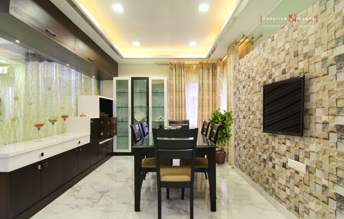 A TRIPLEX VILLA NEAR SUNCITY, HYDERABAD:  Dining room by KREATIVE HOUSE