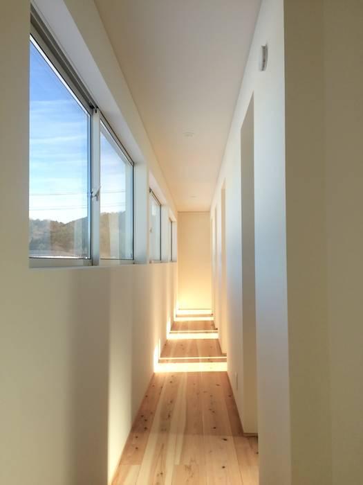 株式会社PLUS CASA Eclectic style corridor, hallway & stairs