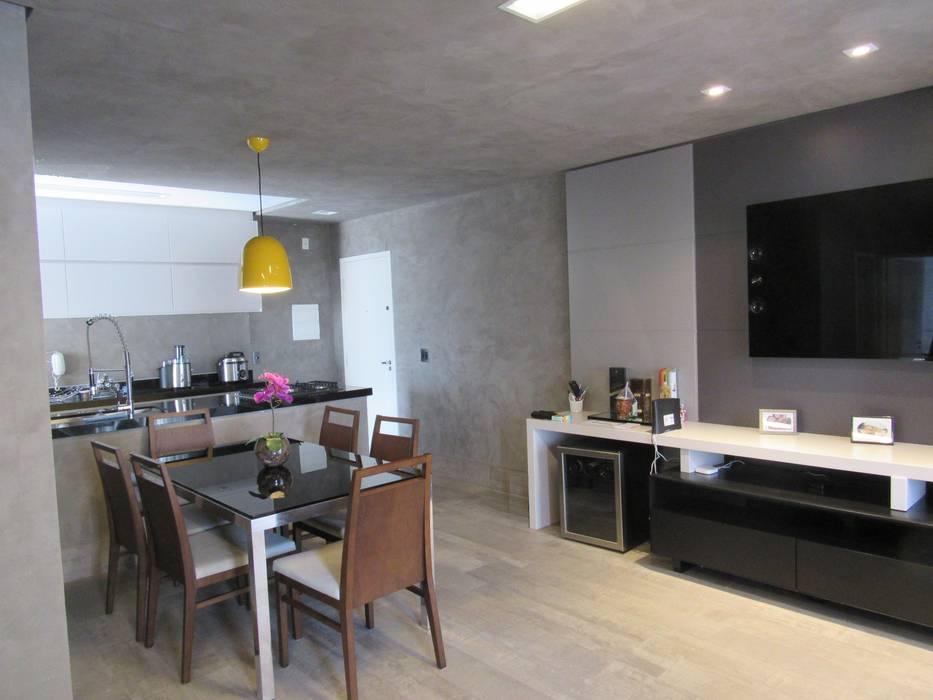 Industrial style dining room by Escritório de Arquitetura Cláudia Mendonça Industrial