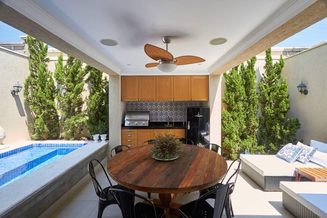 Classic style balcony, veranda & terrace by Piloni Arquitetura Classic