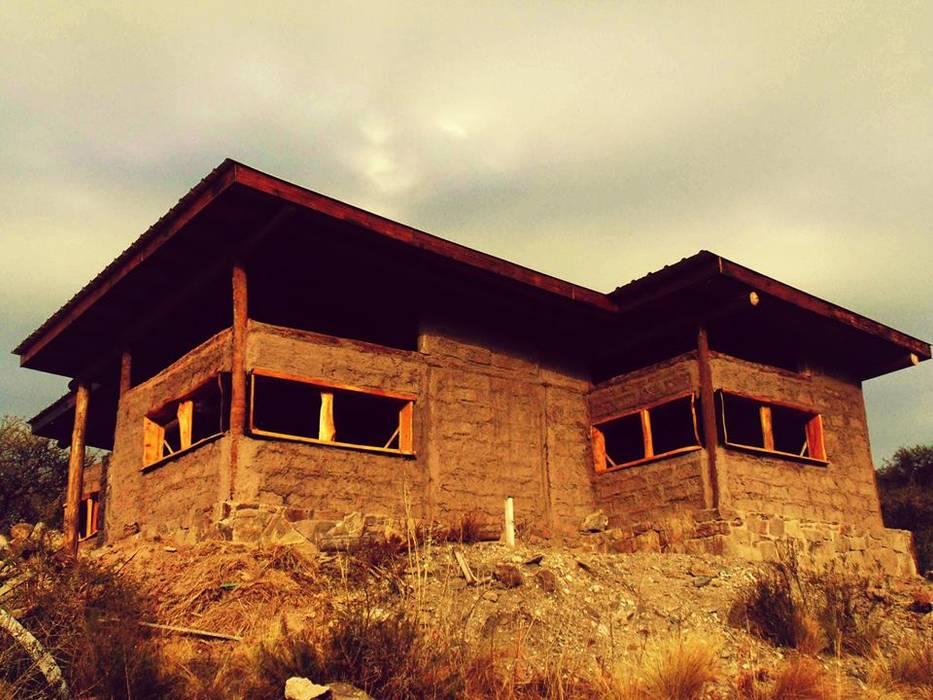 CASA DE LA COLINA Casas de estilo rural de bioma arquitectos asociados Rural Arenisca