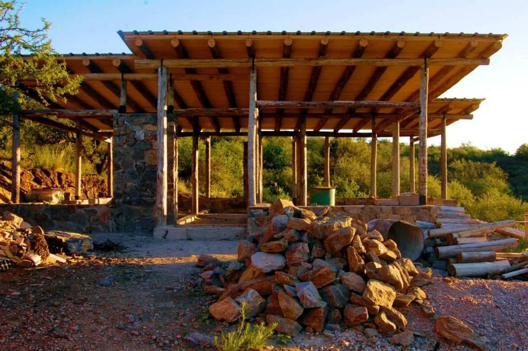 CASA DE LA COLINA de bioma arquitectos asociados Rural