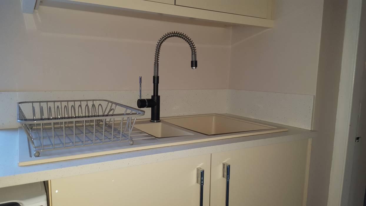 Blue & Cream Gloss Kitchen, Aberdare, South Wales Modern style kitchen by Hitchings & Thomas Ltd Modern