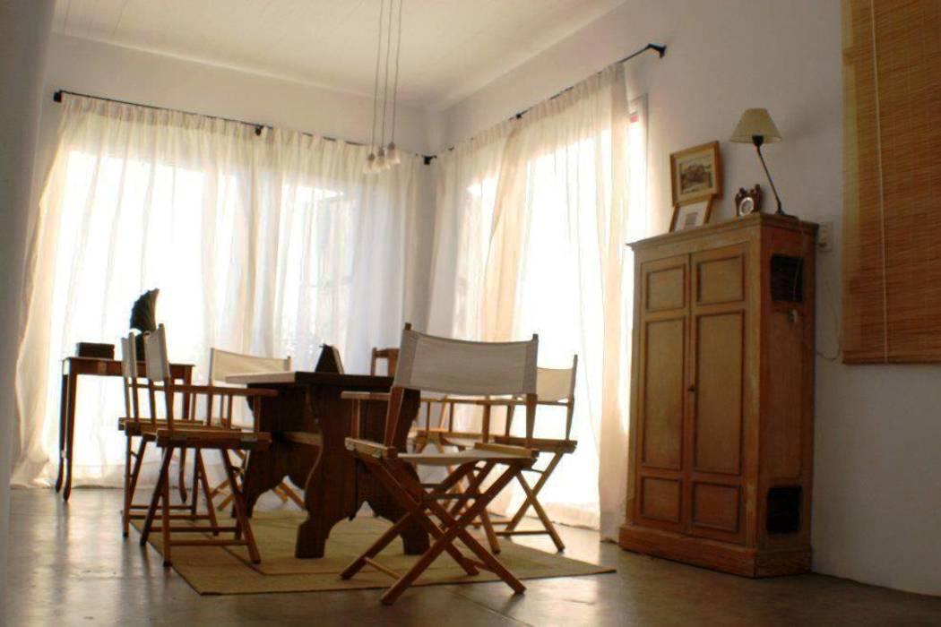 Casa Pampillo: Comedores de estilo  por AyC Arquitectura,Moderno