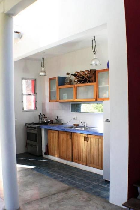 Casa Pampillo: Cocinas de estilo  por AyC Arquitectura