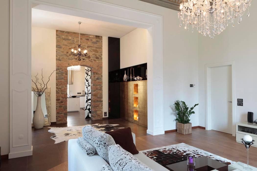 ingresso-living: Soggiorno in stile in stile Moderno di Michele volpi -studio interior design