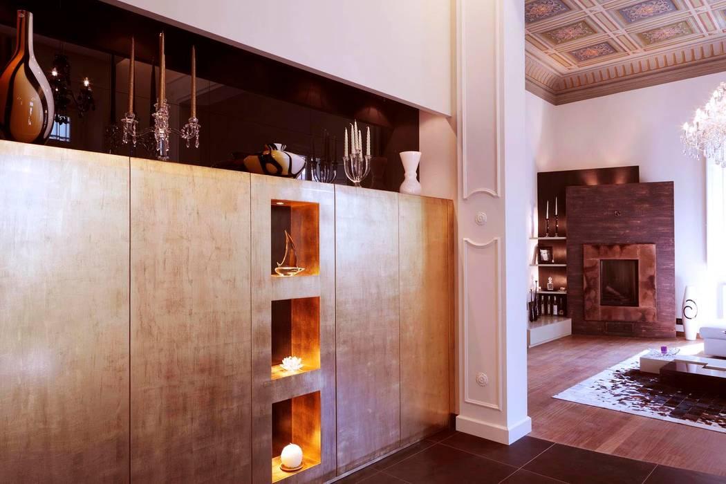 ingresso: Ingresso & Corridoio in stile  di Michele volpi -studio interior design