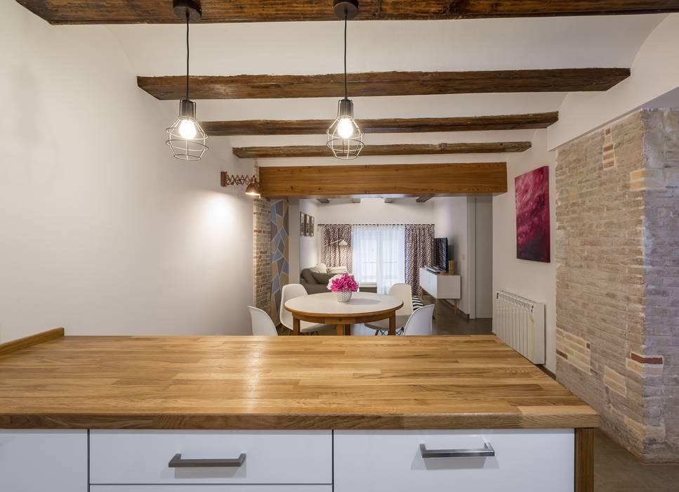 Cocina, Comedor y Estar Cocinas rústicas de LLIBERÓS SALVADOR Arquitectos Rústico
