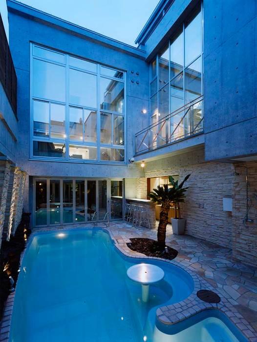 Modern Pool by 株式会社 t2・アーキテクトデザイン 一級建築士事務所 Modern Concrete
