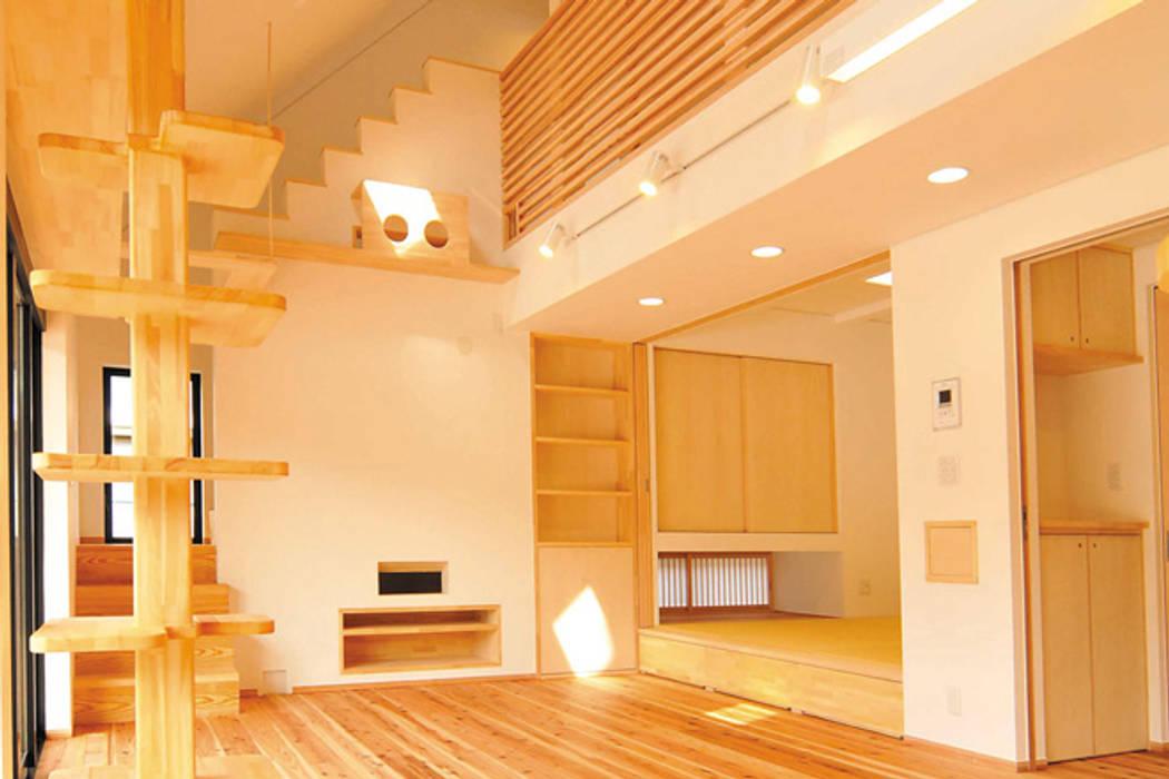 Phòng khách phong cách chiết trung bởi 株式会社PLUS CASA Chiết trung