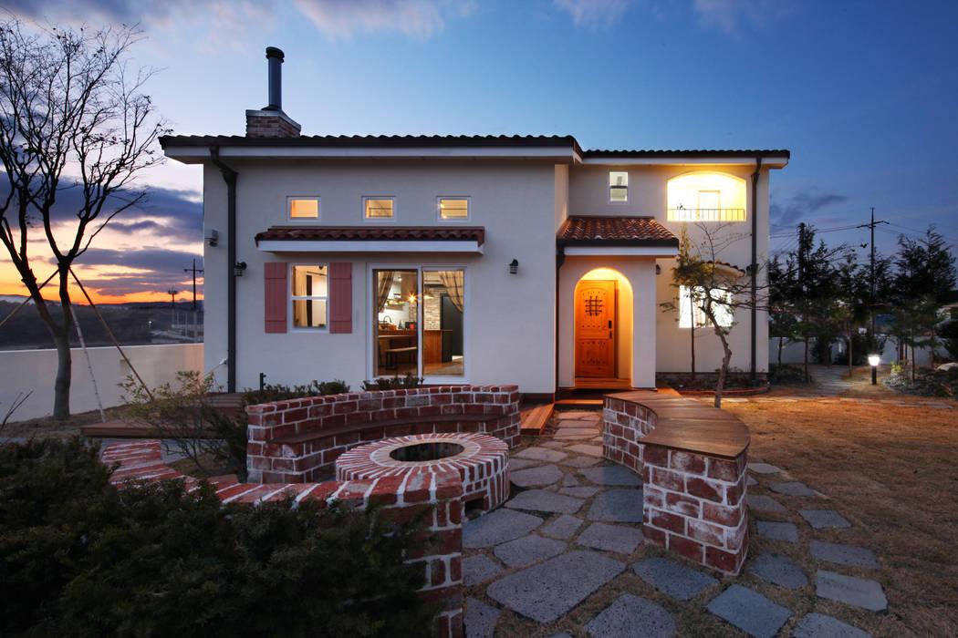 윤성하우징 Casas de estilo mediterráneo