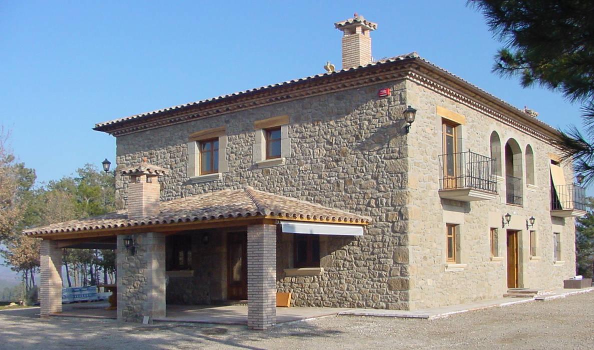 Casa de turismo rural en la Torre d'Oristà (Barcelona) Casas de estilo rústico de ALENTORN i ALENTORN ARQUITECTES, SLP Rústico Piedra