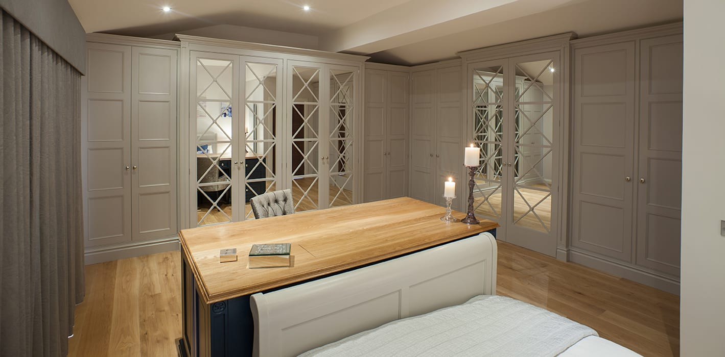 Bespoke Handpainted bedroom, with luxury ensuite. Sculleries of Stockbridge Kamar Tidur Klasik