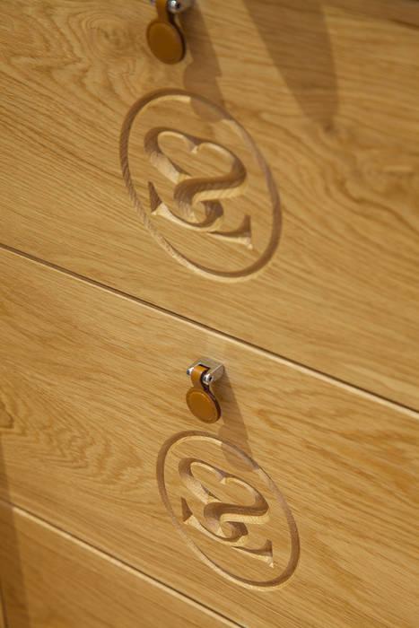 Internal solid oak drawers on bespoke Sculleries of Stockbridge bedroom Sculleries of Stockbridge Kamar Tidur Klasik