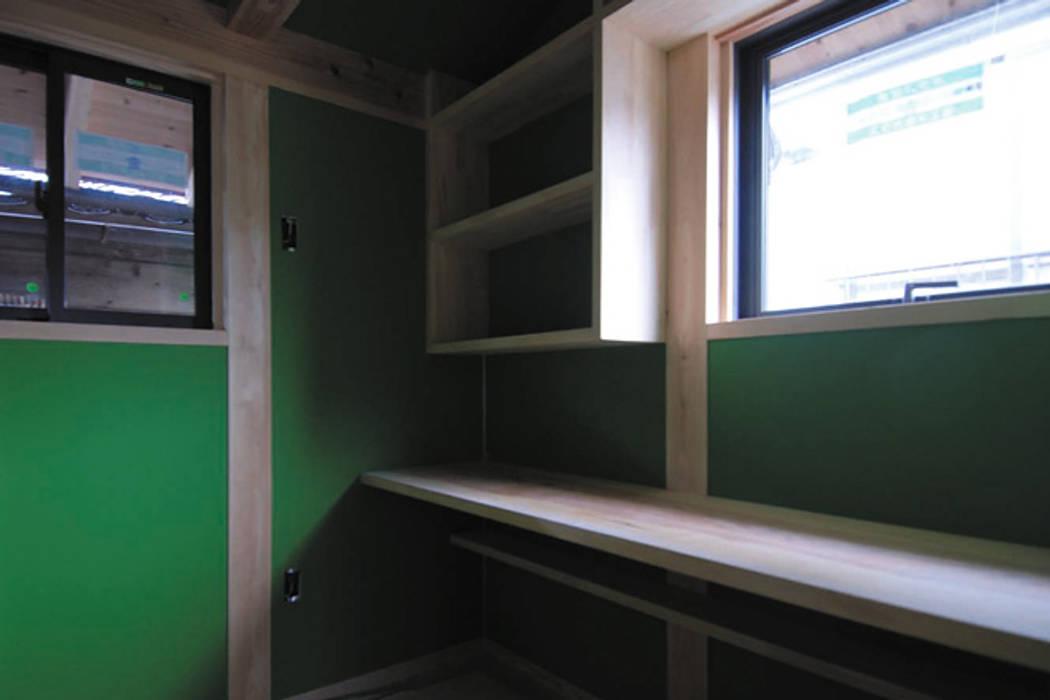 株式会社PLUS CASA Oficinas de estilo ecléctico