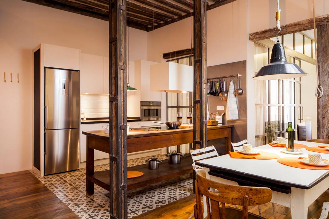 Cozinhas rústicas por The Sibarist Property & Homes Rústico