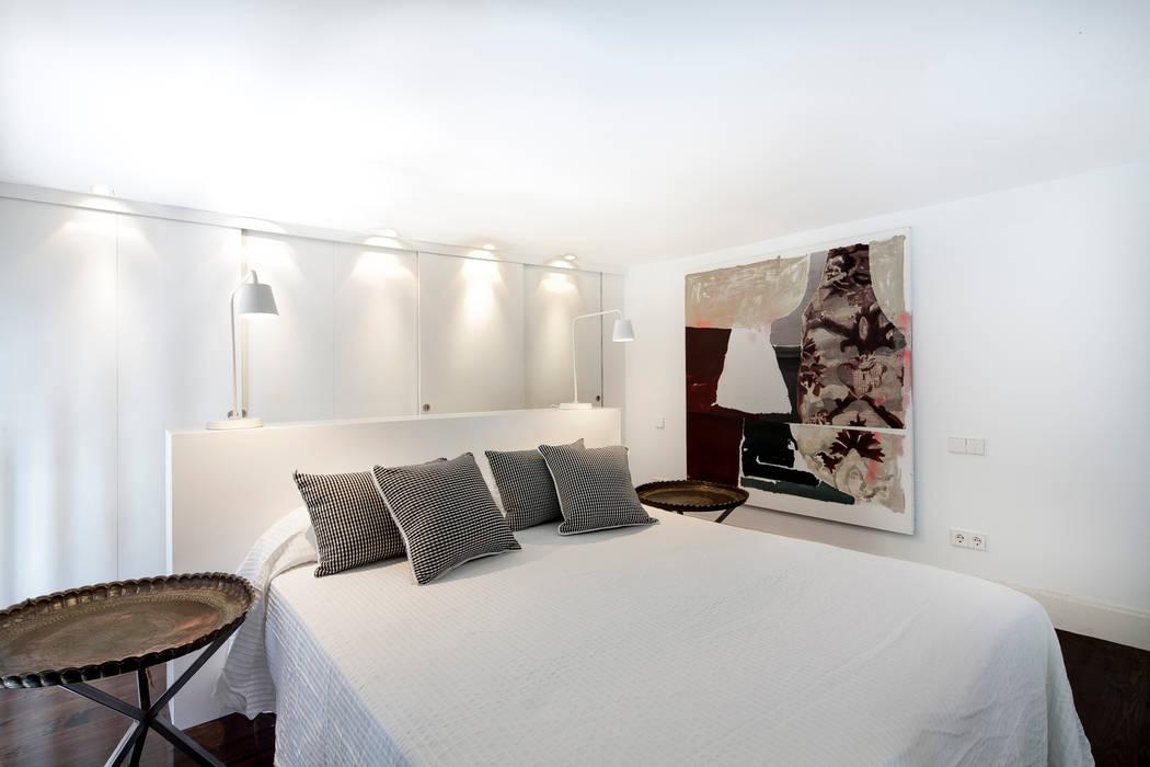 Ths Mad Loft : Dormitorios de estilo  de The Sibarist Property & Homes , Moderno