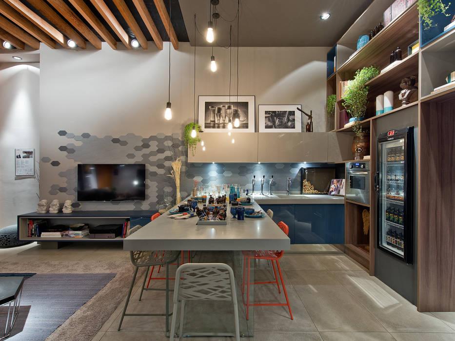 Ateliê do Mestre Cervejeiro Salas de jantar modernas por Sarau Arquitetura Moderno