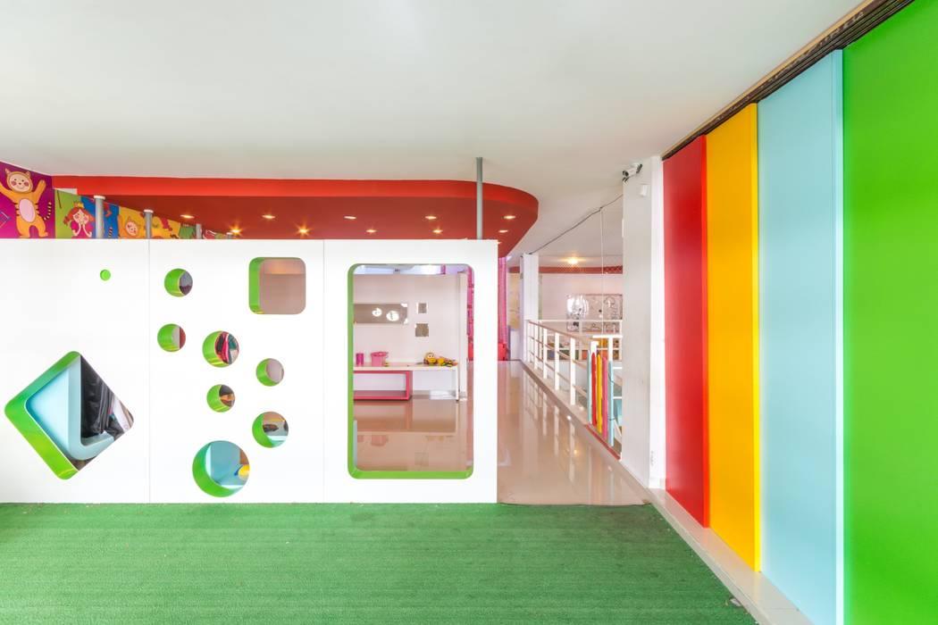 SECTOR DEPORTES Salones de eventos de estilo moderno de CELOIRA CALDERON ARQUITECTOS Moderno Madera Acabado en madera
