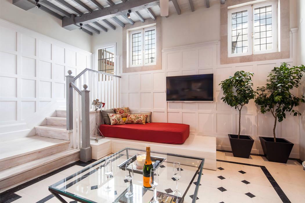 Ingresso, Corridoio & Scale in stile classico di The Sibarist Property & Homes Classico