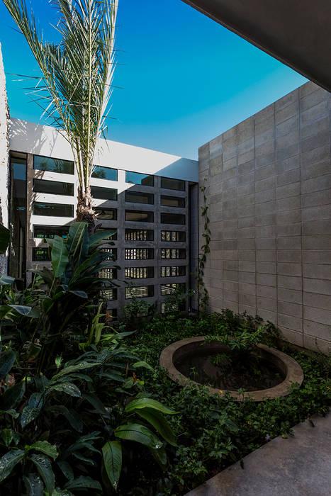 Jardín Interior Jardines de estilo moderno de Taller Estilo Arquitectura Moderno