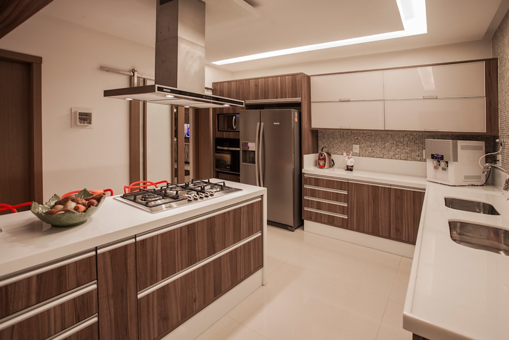 Kitchen by Heloisa Titan Arquitetura