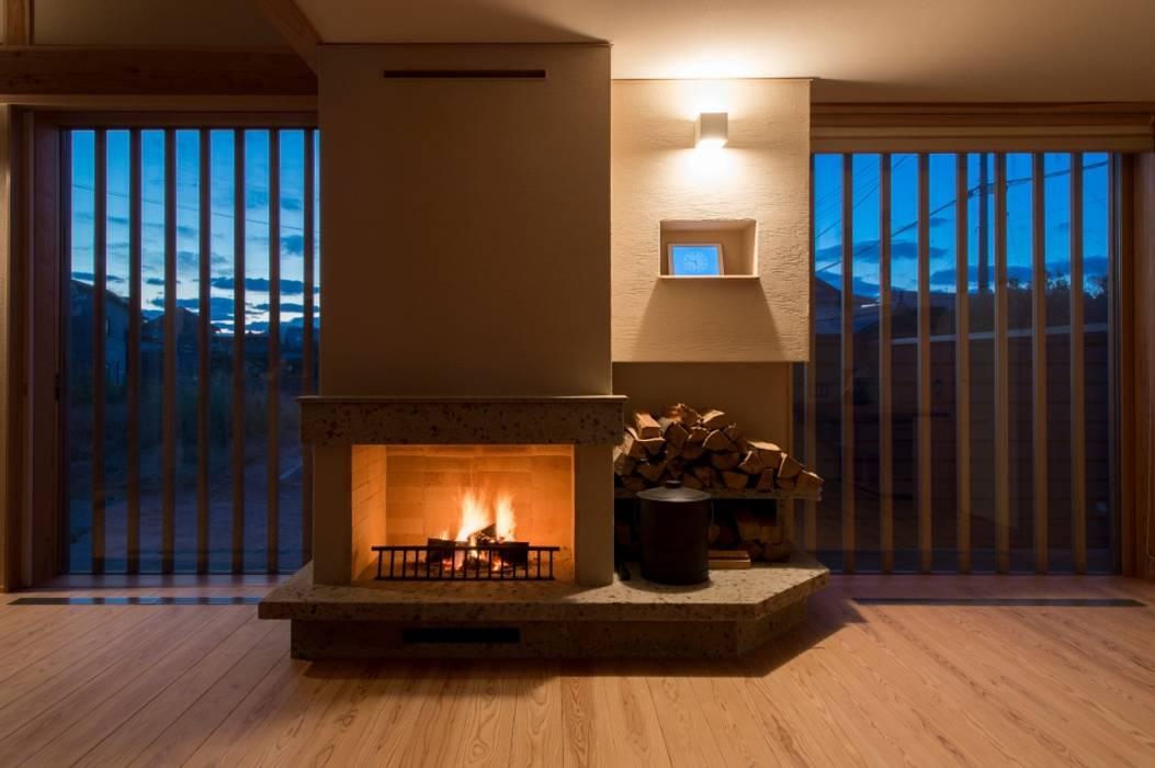 Living room by AMI ENVIRONMENT DESIGN/アミ環境デザイン, Asian