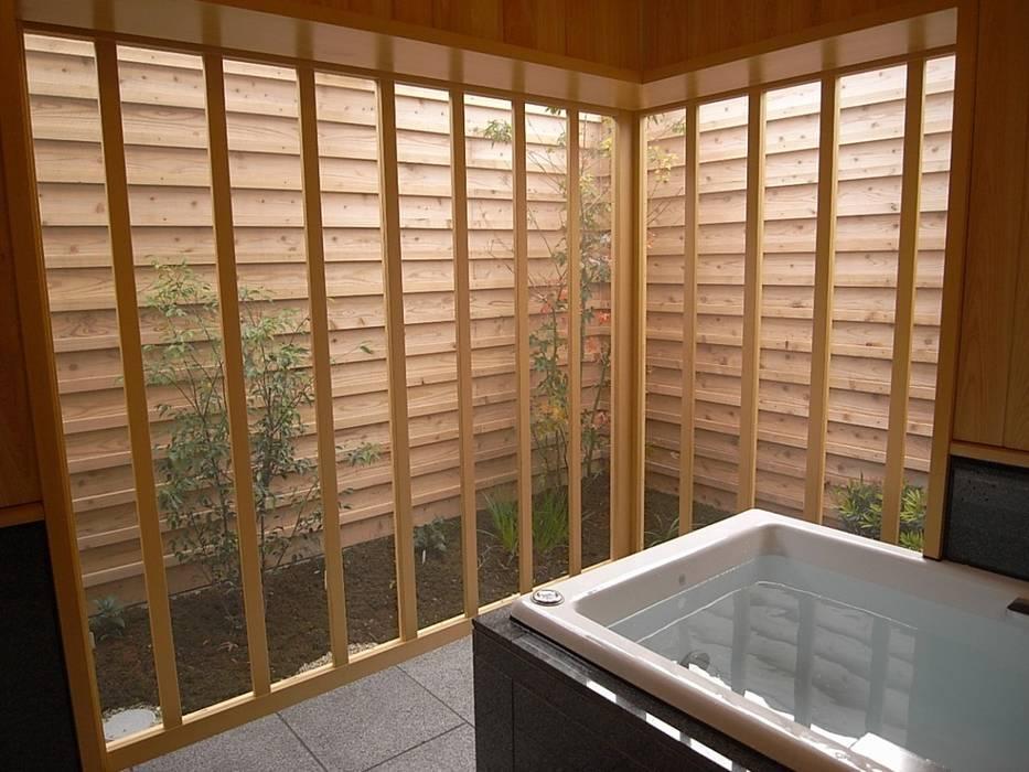 Azjatycka łazienka od AMI ENVIRONMENT DESIGN/アミ環境デザイン Azjatycki