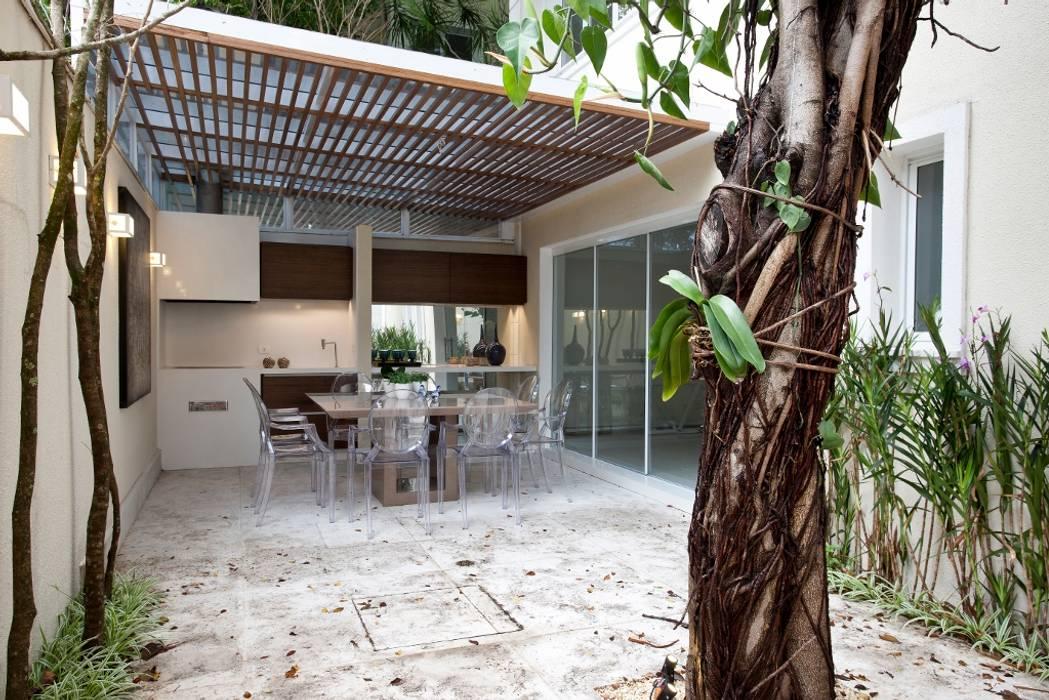 Espaço Gourmet - Ville Bosquée Varandas, alpendres e terraços modernos por Michelle Machado Arquitetura Moderno Quartzo