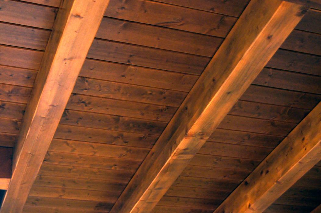Panel de madera en vivienda de León. panelestudio.com. panelestudio Habitaciones para niños de estilo clásico Madera