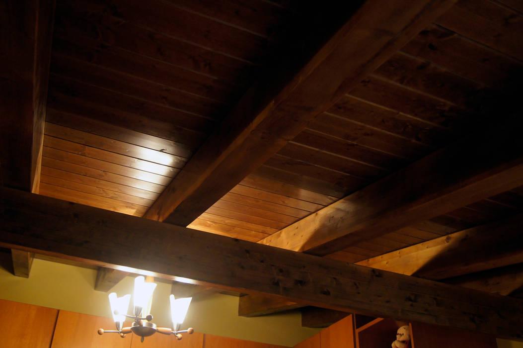 Panel de madera en vivienda de León. panelestudio.com panelestudio Dormitorios de estilo clásico Madera