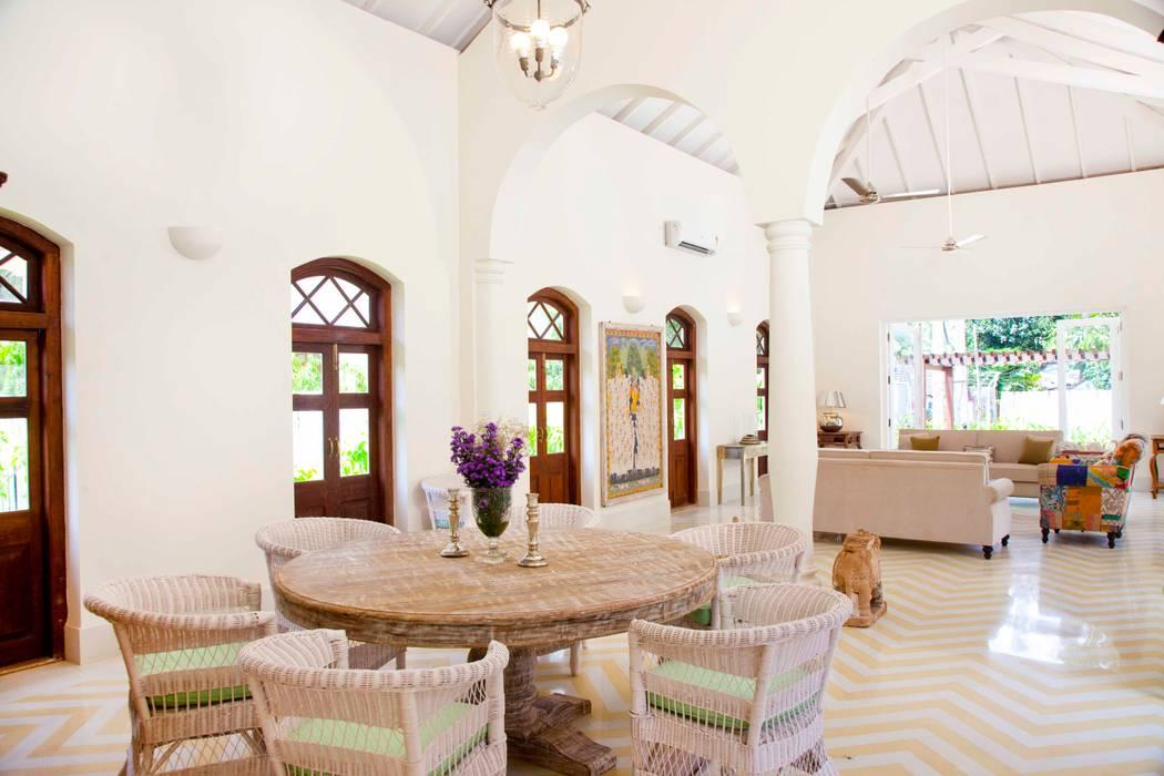 Salas de estar  por Studio MoMo, Tropical
