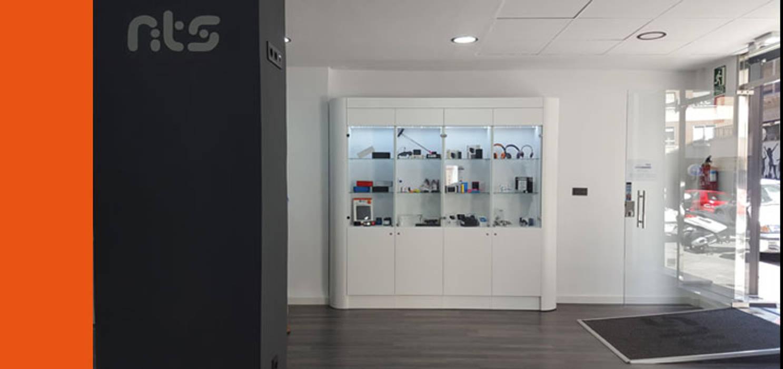 DISEÑO DE MOBILIARIO-IMAGEN FRANQUICIA MATERIAL TECNOLÓGICO NTS DEVICES In&Ext Arquitectura e Ingeniería Oficinas y tiendas