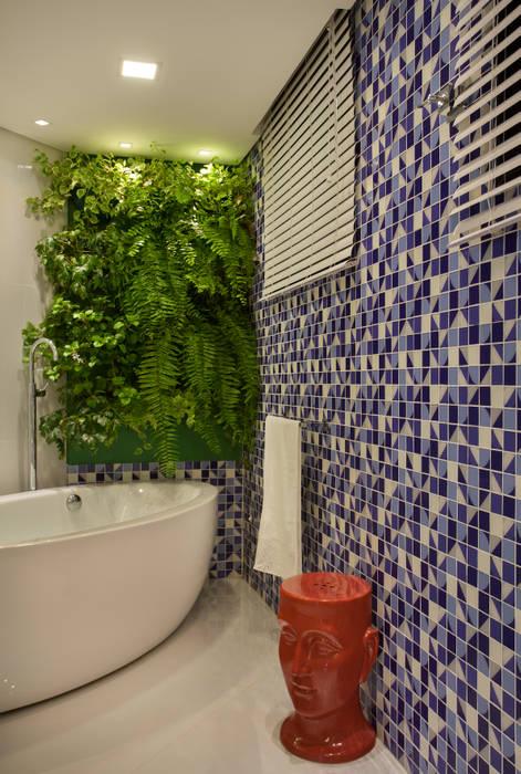 Banheiro do Esportista: Banheiros modernos por Mericia Caldas Arquitetura