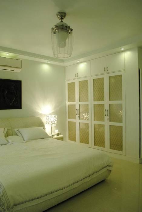 Dormitorios de estilo  de Construction Associates, Moderno