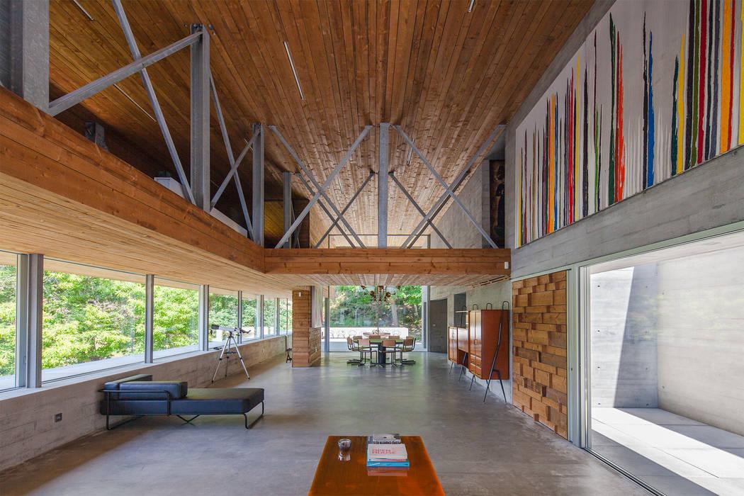 Casa do Gerês Salas de estar modernas por Carvalho Araújo Moderno Betão